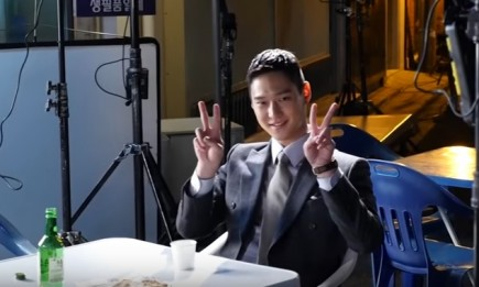 """Actor Go Kyung Pyo on the set of """"Incarnation of Jealousy."""""""