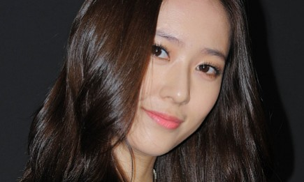f(x) member Krystal smiles for the camera during the Maison Delvaux Fantastic & 2016 SS Collection Presentation at Moss studio.