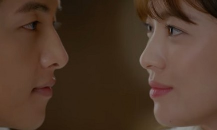 Song Joong Ki and Song Hye Kyo in an episode of 'Descendants of the Sun.'