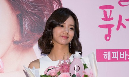 Lee Hye-Ri of South Korean girl group Girl's Day (Girls Day) attends the photocall for the launch of Happy Bath 'Rose Essence Brightening Body Wash' at Lotte Mart.